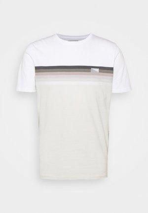 JCOMIRKU TEE SS CREW NECK - T-shirt z nadrukiem - white