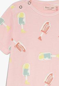 Smitten Organic - SHORTALL BABY ZGREEN - Jumpsuit - powder pink - 2
