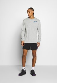 Nike Performance - DRY TEE HOOK - Bluzka z długim rękawem - dark grey heather - 1
