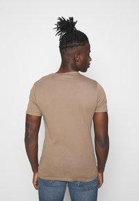 G-Star - BASE 2 PACK - Basic T-shirt - light deer - 3