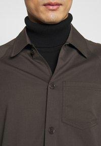 Filippa K - ELLIOT - Shirt - dark oak - 5