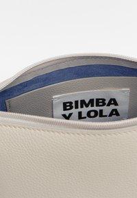 Bimba Y Lola - TRAPEZIUM - Umhängetasche - off white - 5