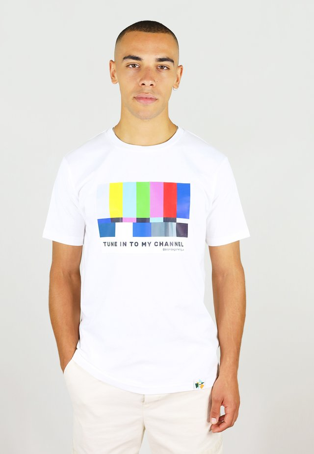 TUNE IN - T-shirt med print - white