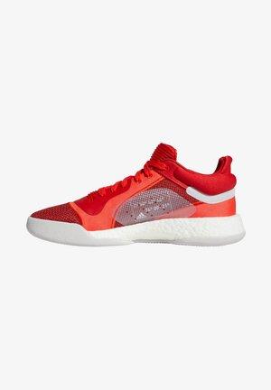 MARQUEE BOOST - Laufschuh Stabilität - active red / footwear white / scarlet