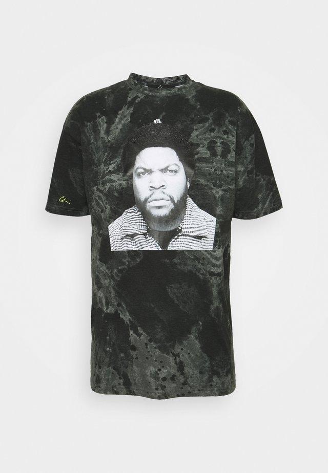 CUBE - T-shirt med print - grey tie dye