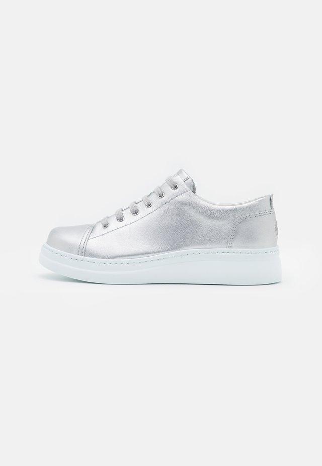 RUNNER UP - Sneakers - medium gray