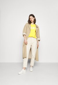 GANT - ARCH LOGO CREW NECK - Sweatshirt - solar power yellow - 1