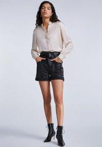 SET - FEMININE - Button-down blouse - whitecap gray - 1