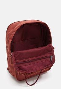 Nike Sportswear - TANJUN UNISEX - Tagesrucksack - claystone red/claystone red/black - 2