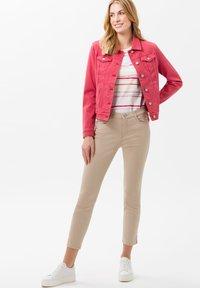 BRAX - STYLE SHAKIRA  - Jeans Skinny - sand - 1