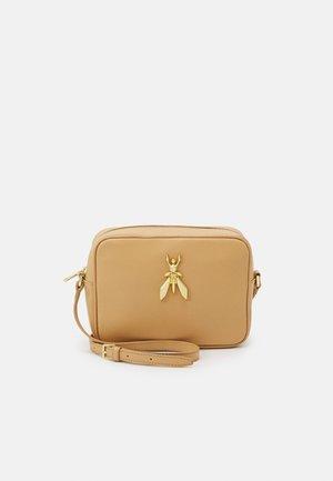 FLY CAMERA CASE - Camera bag - pompei beige