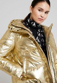 Calvin Klein Jeans - PUFFER JACKET - Vinterjakke - gold - 3