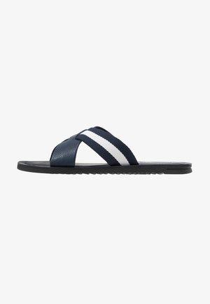 JAMIE - Pantofle - white/navy