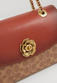 Coach - COLORBLOCK SIGNATURE PARKER SHOULDER - Handbag - rust - 7