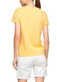 s.Oliver - MIT SOMMERLICHEM DRUCK - Print T-shirt - sunset yellow statement print - 2
