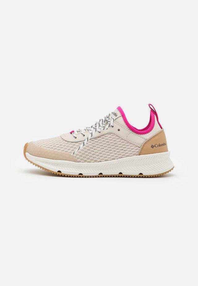SUMMERTIDE - Chaussures de marche - dark stone/haute pink