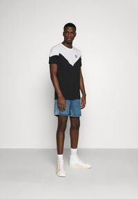 Puma - ICONIC TEE - T-shirt med print - black - 1