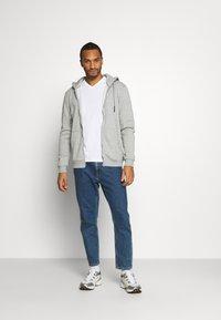 Burton Menswear London - SHORT SLEEVE V NECK 3 PACK - T-shirt basic - black/white/navy - 0