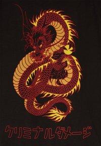 Criminal Damage - DRAGON TEE - Print T-shirt - black/multi - 4