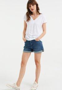 WE Fashion - Basic T-shirt - white - 1