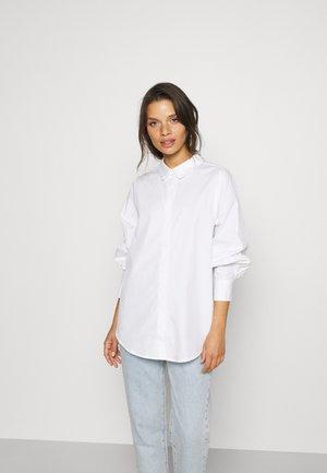VMMIE SHIRT PETITE - Camisa - bright white