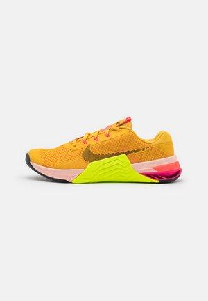 METCON 7 X - Sports shoes - pollen/black/volt/pale coral/pink blast/bright crimson