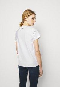 KARL LAGERFELD - MINI 3D IKONIK  - T-Shirt print - white - 2
