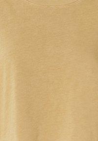 Frame Denim - BOXY SLIT TEE - T-paita - vintage camel - 6