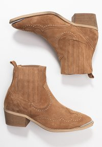 Pavement - RUTH - Cowboy/biker ankle boot - taupe - 3