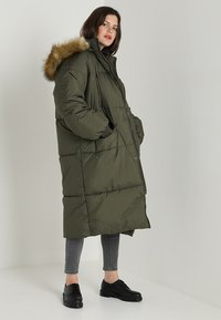 Urban Classics Curvy - LADIES OVERSIZE PUFFER COAT - Winter coat - darkolive/beige - 2