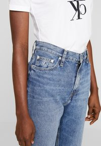 Calvin Klein Jeans - MOM JEAN - Relaxed fit jeans - ca050 mid blue - 3