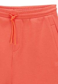 BOSS - HEADLO  - Shorts - open red - 5