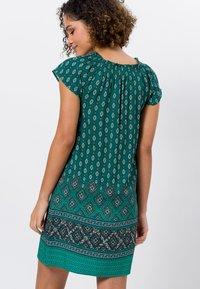 zero - MIT CARMENAUSSCHNITT - Day dress - deep ivy - 2