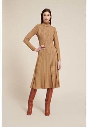MASUCCI    A - Gebreide jurk - cammello