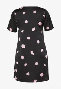 Glamorous Curve - FLORAL SHIFT - Denní šaty - black - 1