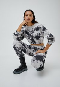 PULL&BEAR - MIT TIE-DYE IM KONTRAST - Kalhoty - light grey - 5