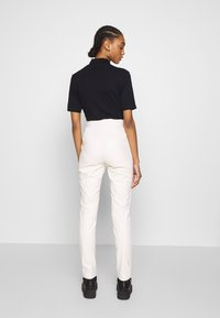 Ivyrevel - FAUX LEATHER TROUSERS - Leather trousers - off white - 2