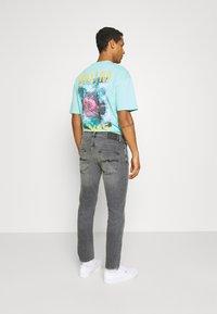 Nudie Jeans - GRIM TIM - Jeans slim fit - pale grey - 2