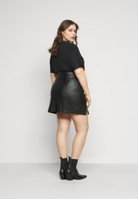 Missguided Plus - DOUBLE SPLIT CROC MINI SKIRT - A-line skirt - black - 2