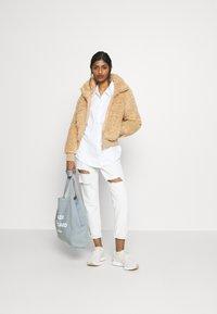 ONLY Petite - ONLELLIE SHERPA JACKET - Light jacket - cuban sand - 1