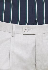 Burton Menswear London - TAPERED LINEN MIX SMART TROUSER WITH FRONT PLEAT - Kalhoty - neutral - 5