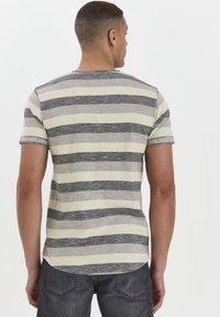 Solid - RUNDHALSSHIRT THICCO - Print T-shirt - black - 3