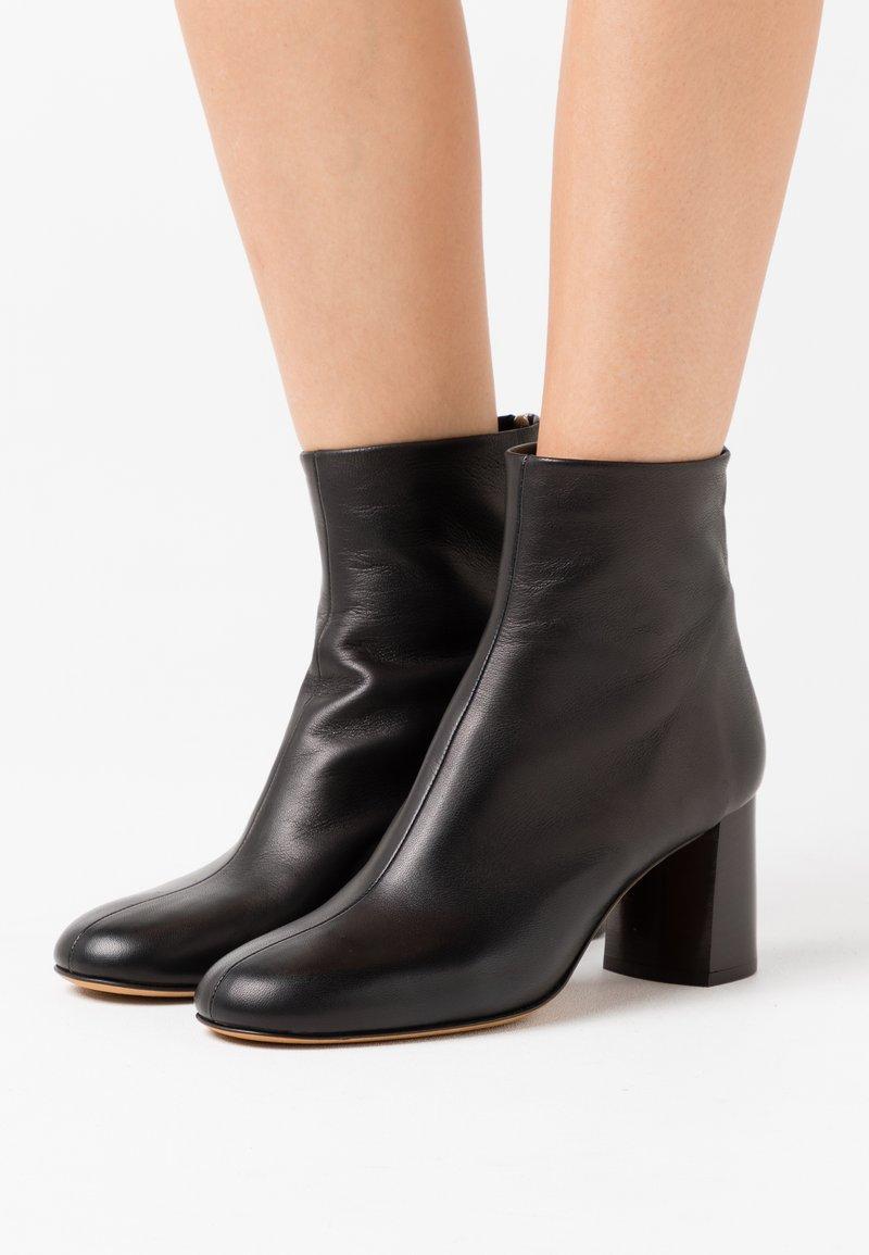 3.1 Phillip Lim - NADIA SOFT HEEL BOOT - Kotníkové boty - black
