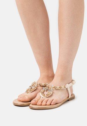Sandály s odděleným palcem - offwhite