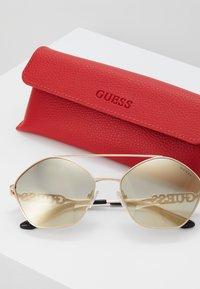 Guess - Sunglasses - metallic grey - 3