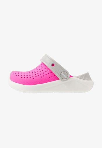 LITERIDE UNISEX - Badesandale - electric pink/white