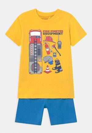 SMALL BOYS FIRETRUCK SET - Spodnie treningowe - sun