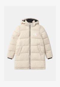 Calvin Klein Jeans - ESSENTIAL PUFFER - Zimní kabát - white - 0