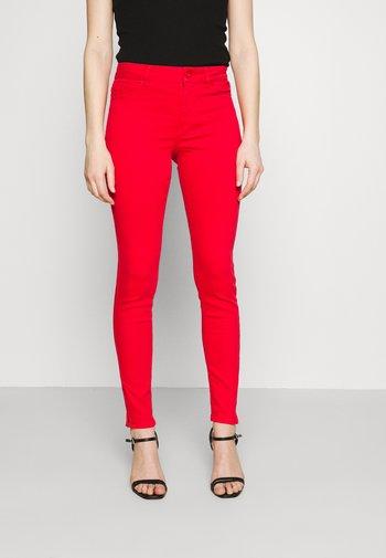 VMHOTSEVEN ZIP PANTS - Jeans Skinny Fit - goji berry