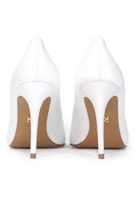 Kazar - JUNE - Zapatos altos - off white - 2